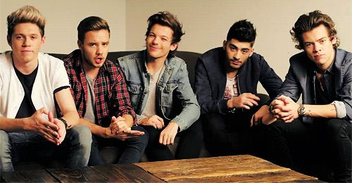 {GIF} I'm always gonna laugh when I see them doing promo for stuff now that I know what Louis and Zayn think about it. I also know why Zayn always looks like he's questioning his existence.