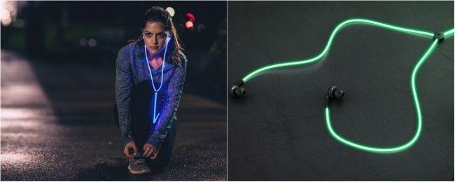 Наушники The Glow Laser светятся в темноте, улавливая ритм композиции, проигрываемой в плеере, а также могут измерить сердечный ритм. Очень полезная штука для любителей вечернего и ночного бега — с такими наушниками вы станете заметнее для водителей и велосипедистов.  Источник: http://www.adme.ru/tvorchestvo-dizajn/20-dizajnerskih-shtukovin-mesyaca-kotorye-nas-vpechatlili-879860/ © AdMe.ru