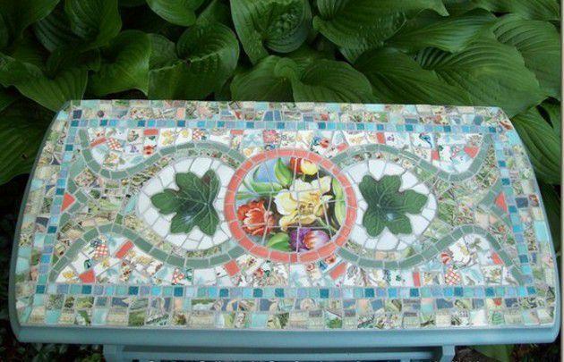 Os artesanatos em mosaico são verdadeiramente lindos. Existem muitos tipos, sendo alguns deles com peças de cerâmica, vidro ou espelho quebrado, mas existem aoutros com pequenos quadradinhos coloridos, mas nem sempre é possível achá-los. É isso o que vou lhe ensinar hoj