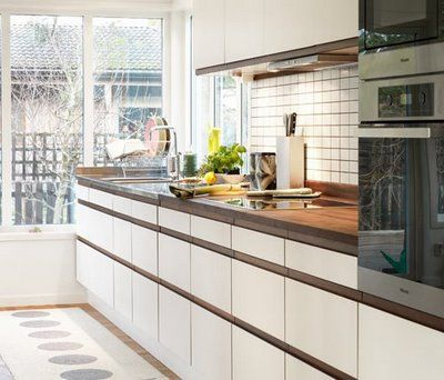 Perfect in the kitchen! VERA runner, warm grey/vanilla (opposite side), Pappelina