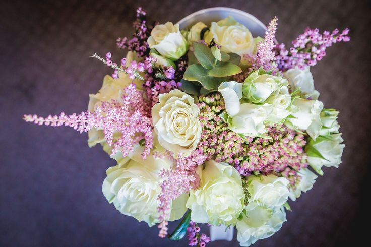 Endless inspiration! Just love how everything works together. Beautiful wedding bouquet...find more ideas at www.myweddingnotebook.co.uk