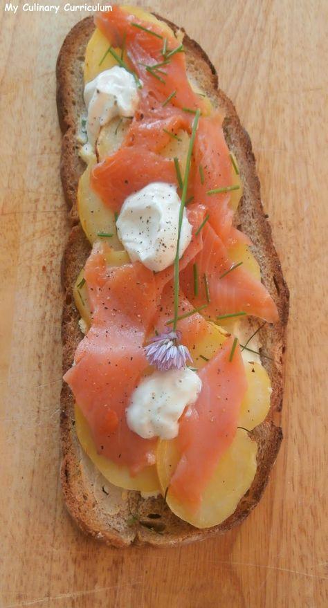 My Culinary Curriculum: Bruschetta nordique pommes de terre, saumon fumé, ...