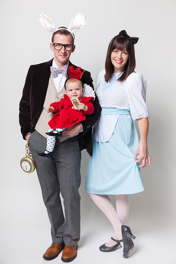 How adorable is my brother's family!!!!  halloween-family-costumes-alice-in-wonderland