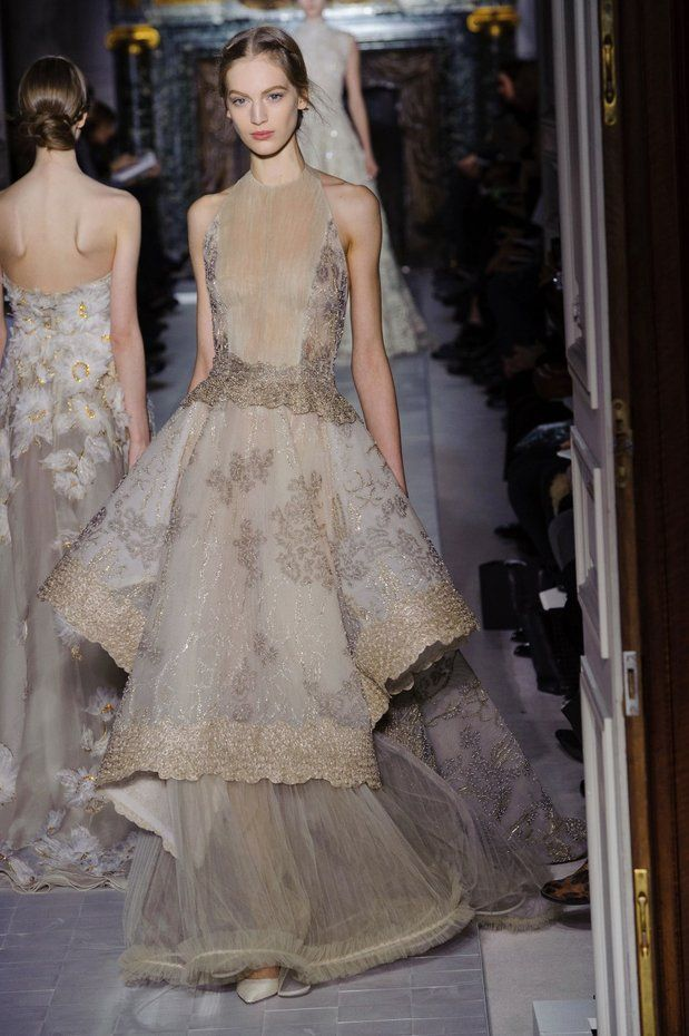 Valentino evening gowns long full skirts made valentino for Valentino short wedding dress