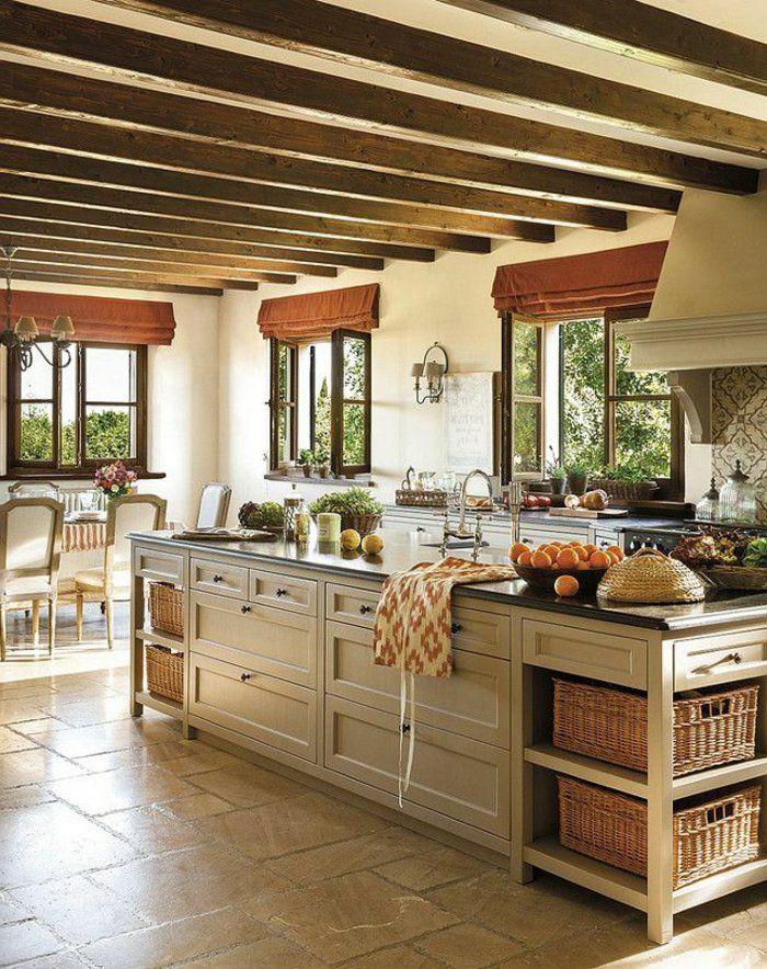 plafond avec poutre bois massif dans la cuisine de couleur taupe