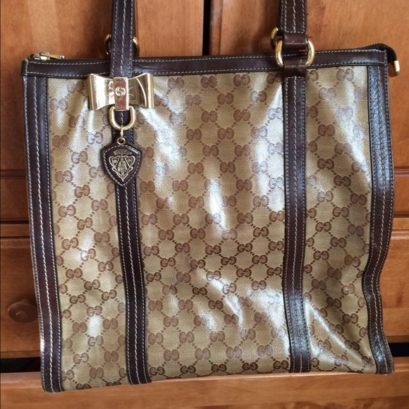 Gucci bag, price can be negotiated! Looks like a glossy type bag, barely warn. In good conditions. Gucci Bags Shoulder Bags