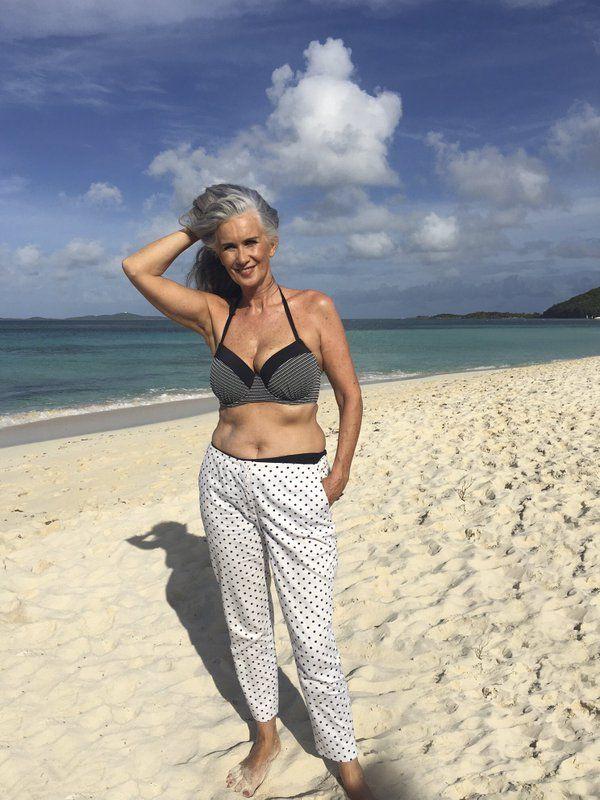 Женщины пожилого возраста желающие познакомиться на пляже — pic 12