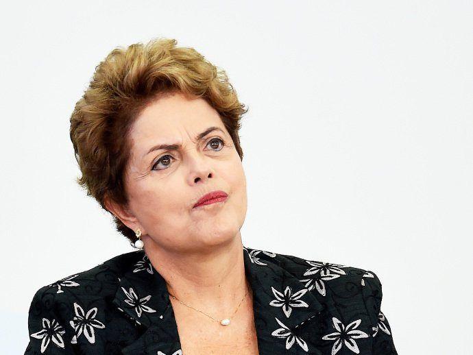 Dilma vai ouvir empresários sobre aumento de impostos, diz Mercadante