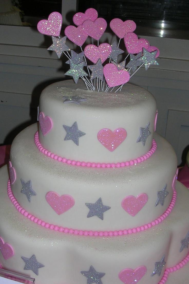 Que bonita torta, se ve deliciosa :)