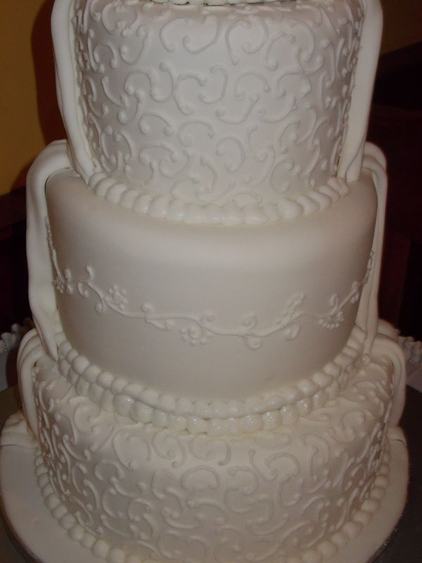 Piping Detail On Wedding Cake A Wedding Cake Made By Me Pinterest