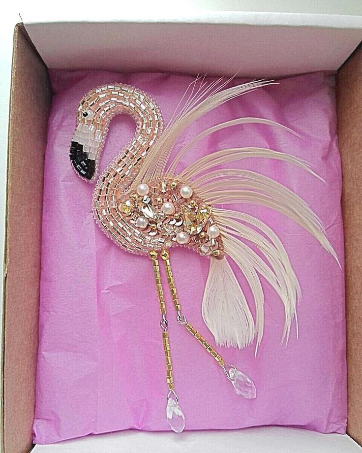 Заказ #вышивкабисером #вышивка #ручнаявышивка #вышивкаручнойработы #брошь #брошка #брошьизбисера #брошьручнойработы #вышитаяброшь #фламинго #брошьфламинго #фламингоизбисера