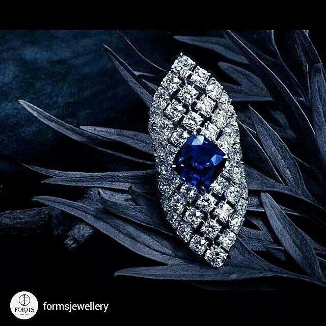 A breathtaking Blue Sapphire & Diamond Handkerchief Ring .