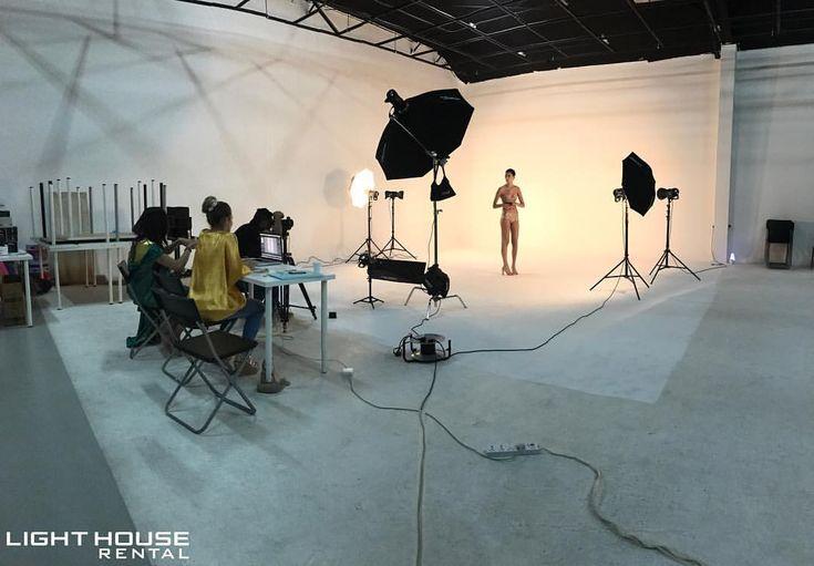 59 отметок «Нравится», 4 комментариев — Light House Rental (@lighthouserental) в Instagram: «Behind the scenes - Set up for a Lookbook Clothing campaign 📸 Location and Studio:…»