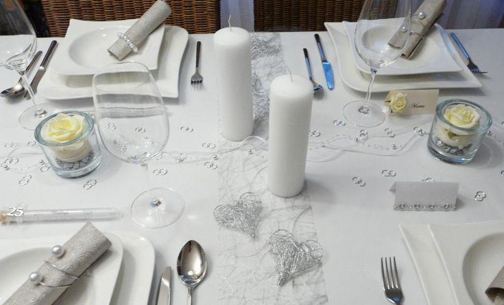 Mustertisch zur Silberhochzeit 1 - Tischdeko-online mit Gastgeschenken, Streudeko und Tischbändern