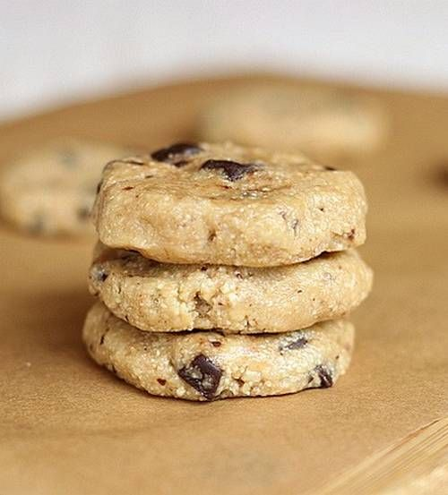 Raw Chocolate Chip Cookies...a delicious, no-bake treat with only six ingredients!!!