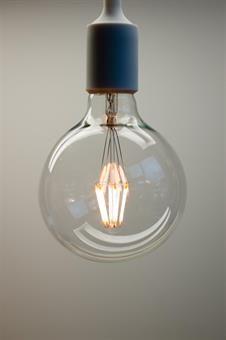 Lysglede 5W G125 2200K E27 dimbar LED-pære