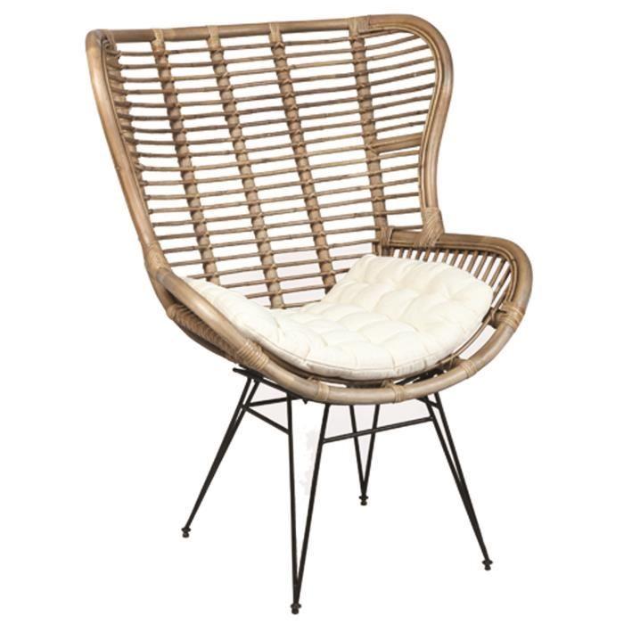 Ce fauteuil au design tendance et épuré est idéal pour apporter un vent de modernité dans votre intérieur. Le modèle présente 4 pieds en fer noir ainsi qu'une assise rembourrée ultra confortable en mousse polyuréthane (22Kg/m3) qui vous séduiront autant qu'à vos convives. Dimensions : L 76 x P 72 x