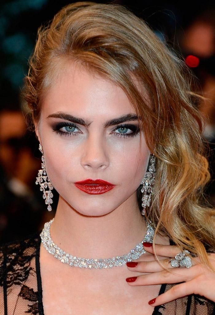 Be Stylish with Your Blonde Hair Black Eyebrows : Girl with Blonde Hair Black Eyebrows. . blonde hair black eyebrow
