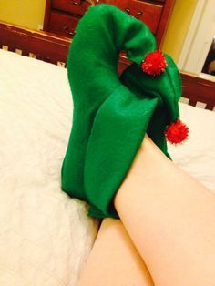 DIY Projects & Crafts | Elf Shoes, Elves and Felt Christmas Decorations