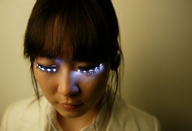 LED false eyelashes.