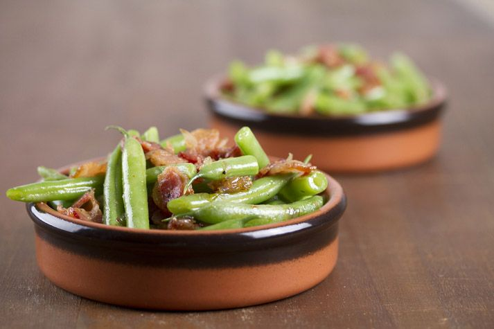 warm green bean salad with maple syrup and bacon recipe.