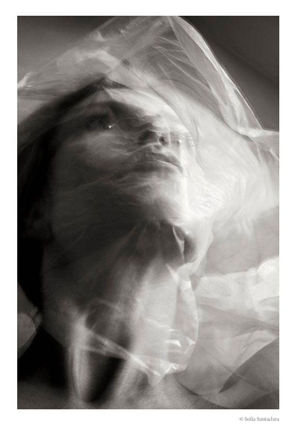 """Revista Ojos Rojos. Fotografía de Sofía Santaclara perteneciente a la serie """"Astigmata"""" que puedes disfrutar en nuestra revista"""