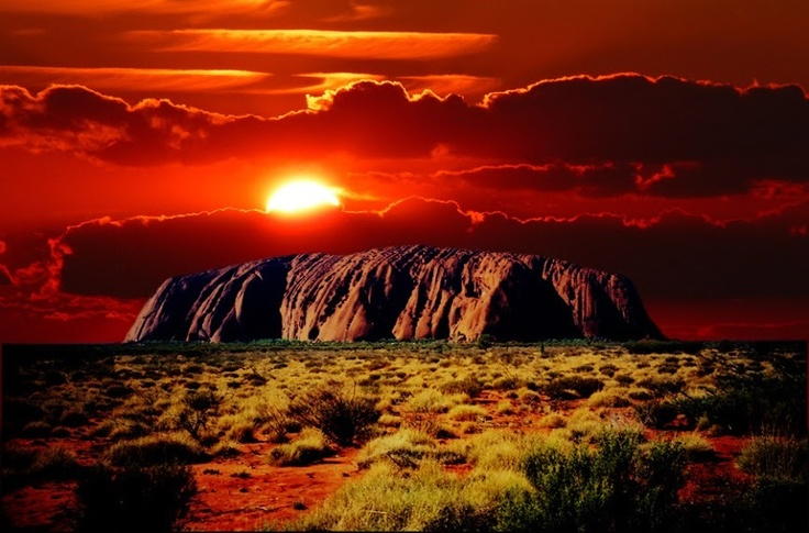 This is one epic picture of Uluru, Australia! Great find @Andrea Thorp Taylor Addicts! Thanks for chatting on #PinUpLive!