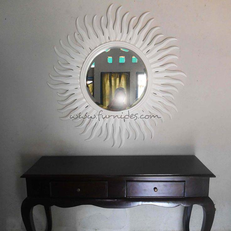 Kaca Hias Matahari Putih | FurniDes.Com