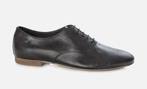 Vagabond - CLARA. Crafted from smooth, black leather and with a thin, contrasting outsole, the Clara lace-up shoe is a great way to finish off a casual ensemble for spring.