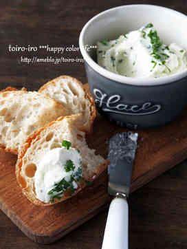 ガーリッククリームチーズディップ | トイロさん | ✳混ぜるときは、ゴムベラでクリームチーズをつぶすようにしながら やわらかくして、混ぜていくと ふわふわに出来上がります  http://lineblog.me/toiroiro/archives/702673.html