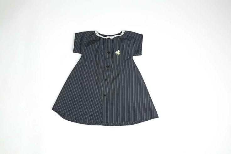 Kauluspaidasta tehty mekko.