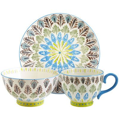 A group of peafowl is called a party, and we definitely see why. Our peacock-inspired dinnerware energizes your table with rich, hand-painted designs in upbeat hues. Made of durable stoneware, these pieces are both microwaveable and dishwasher-safe. So you can expect the party to last.