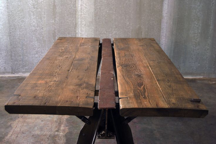 TAVOLO TWINS / TWINS TABLE Twins Table realized with a single old industrial iron easel, welded to a rough iron shelf supports and surmounted by a wooden top in old larch. Orvett Design