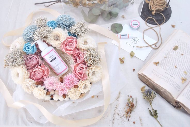 VALENTINE'S HAMPER - EVERLASTING PAPER FLOWER by ONNI feat. VIMALA  Limited edition scented paper flowers & natural body care products for Valentine's Day. #valentine #flowers