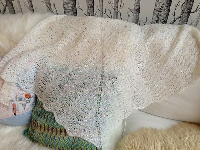 Ravelry: AnnikaAlmgren's Feather and fan comfort shawl for mum