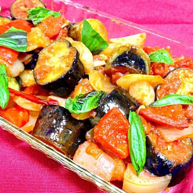 トマトの水煮を多めに調理すれば、パスタにも使えるメニューです(*^^*) - 88件のもぐもぐ - なすのイタリア風トマト煮 by konri