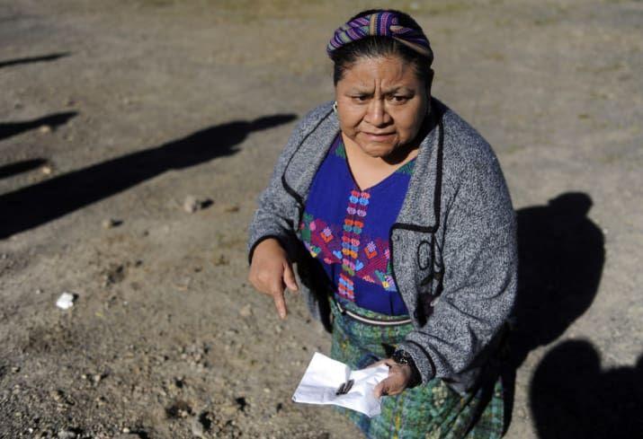 Rigoberta Menchú es una activista de los derechos humanos de Guatemala que obtuvo el Premio Nobel de la Paz en 1992 por su lucha por la defensa de los derechos indígenas y humanos de su país.