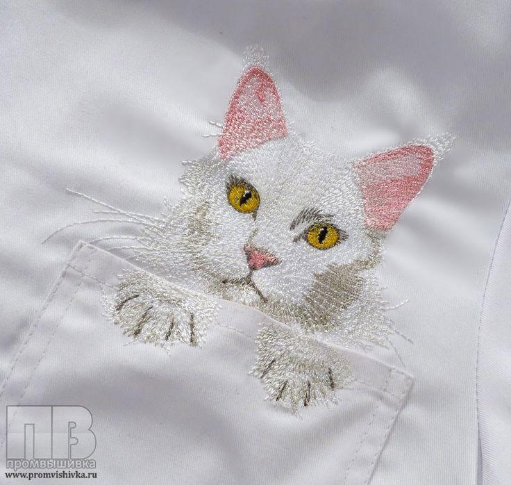 Вышивка кошки на медицинском халате