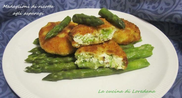 I Medaglioni di ricotta agli asparagi, una cotoletta con una sorpresa di fresca ricotta e delicati asparagi, per gustare in un modo diverso questa verdura