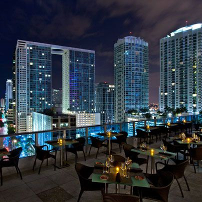 there are plenty of opportunities for romance once the 9-to-5'ers have taken their briefcases home. Here's where to go on a date night in Downtown Miami.