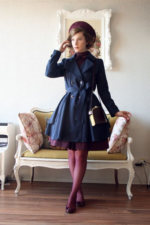 It is not autumn without my favourite navy and wine combo!Dress: Innocent WorldTrench coat: Axes FemmeBag: VintageShoes: NaturalizerTights: HueBeret: Parkhurst