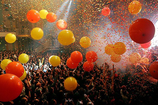 How to Sync Rock's Most Perfect Musical New Year's Eve Countdowns  ||  Ultimate Classic Rock offers a guide on how to sync rock's most perfect musical New Year's Eve countdowns. http://ultimateclassicrock.com/best-new-years-eve-music-countdown/?utm_campaign=crowdfire&utm_content=crowdfire&utm_medium=social&utm_source=pinterest
