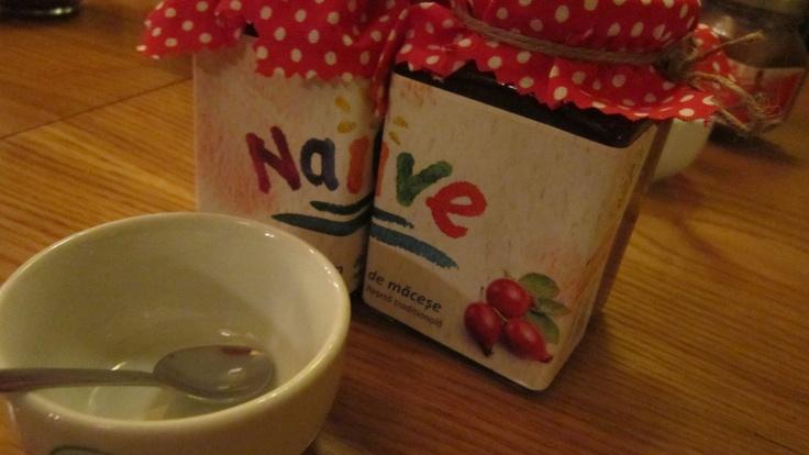 Gem dulce din măceşe naive