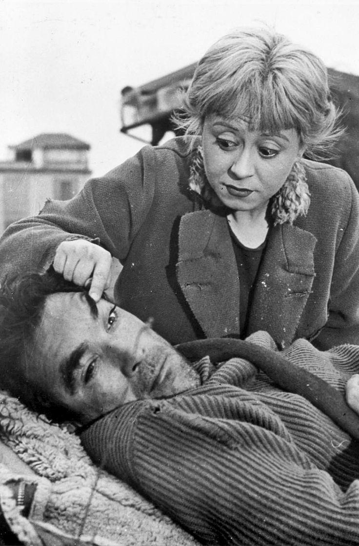 Anthony Quinn, Giulietta Masina, La Strada (1954) Fellini
