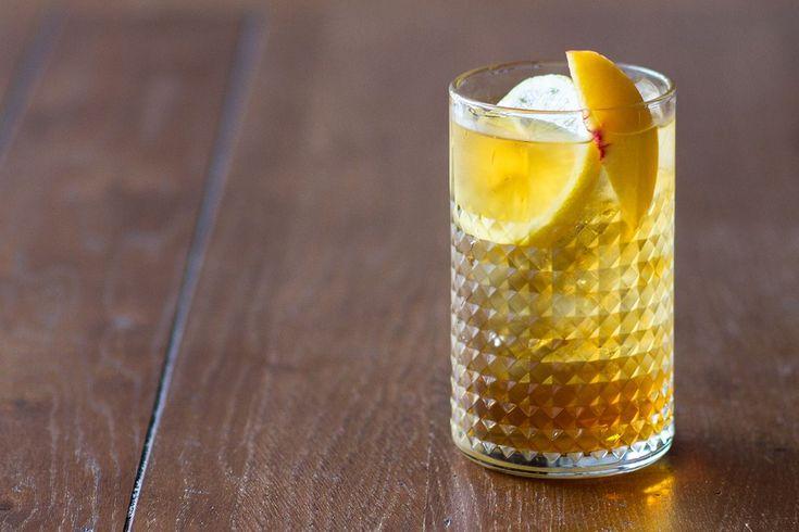 Πανεύκολα και πολύ γρήγορα, μπορείτε να φτιάξετε το πιο γευστικό και δροσιστικό σπιτικό iced tea!   Σε μία πυρίμαχη κανάτα (ή άλλο σκεύος) προσθέτουμε 1 λίτρο νερό που μόλις...