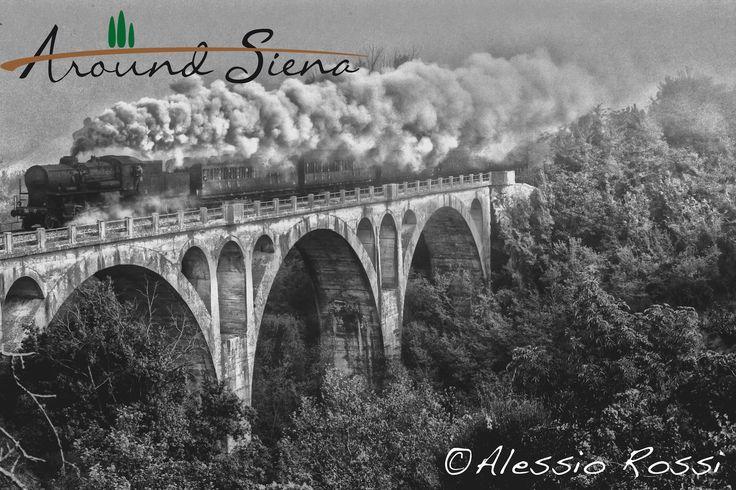 Old Style Train in Poggio Pinci. Treno Natura a Poggio Pinci. www.aroundsiena.it Around Siena is a different way to visit Siena; experiences and much more! Around Siena è un modo diverso per visitare Siena; esperienze e molto altro!