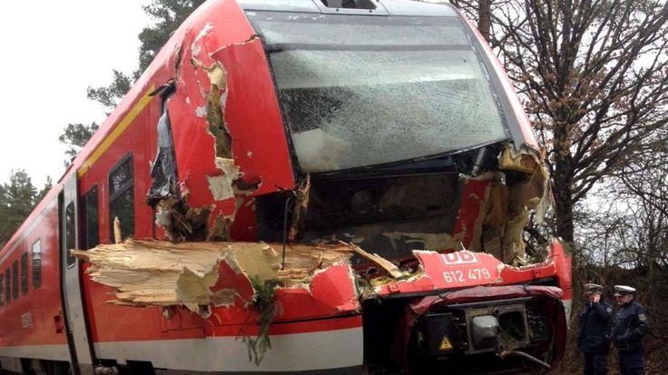 Wetter: Zugausfälle, Flugverspätungen, gesperrte Straßen – und wie das Wetter heute wird http://www.bild.de/news/inland/wetter/was-sie-jetzt-wissen-muessen-40383860.bild.html
