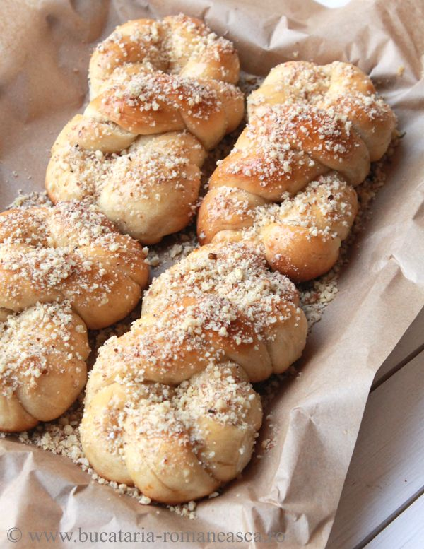 Mucenici with honey and walnuts