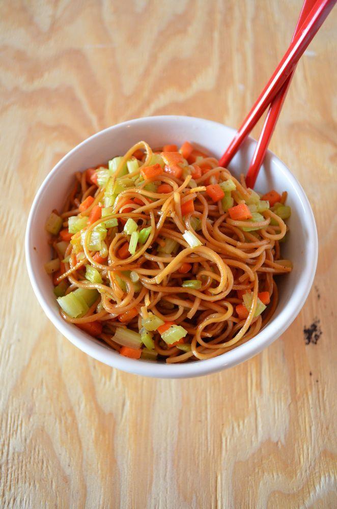 Vegetable Lo Mein via @Jenne Kopalek Vegan Vegeterian SideDish ChineseFood Recipe