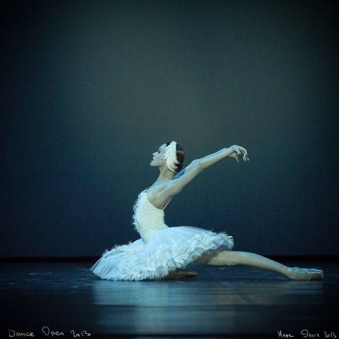 Марк Олич фотограф из СанктПетербурга. Фотографирует преимущественно балет. Его фотографии своей чувственностью напоминают картины Дега.   Colors.life